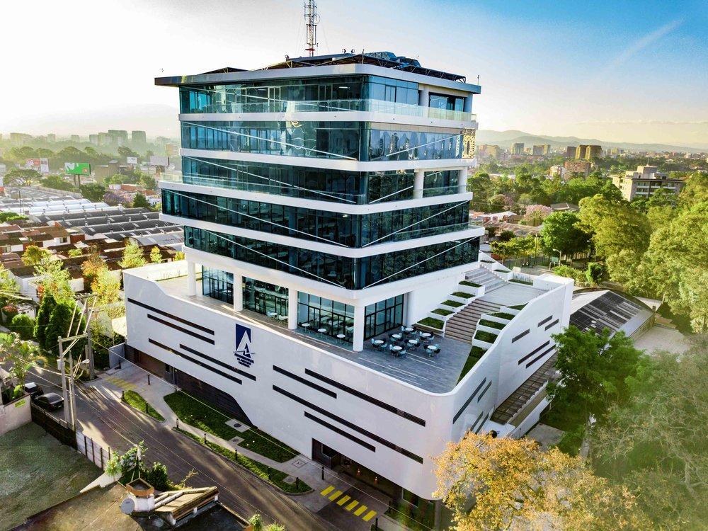 Ubicación: 24 Ave. 15-40 Zona 10 Ciudad de Guatemala, Guatemala Área construida: 9,896m2