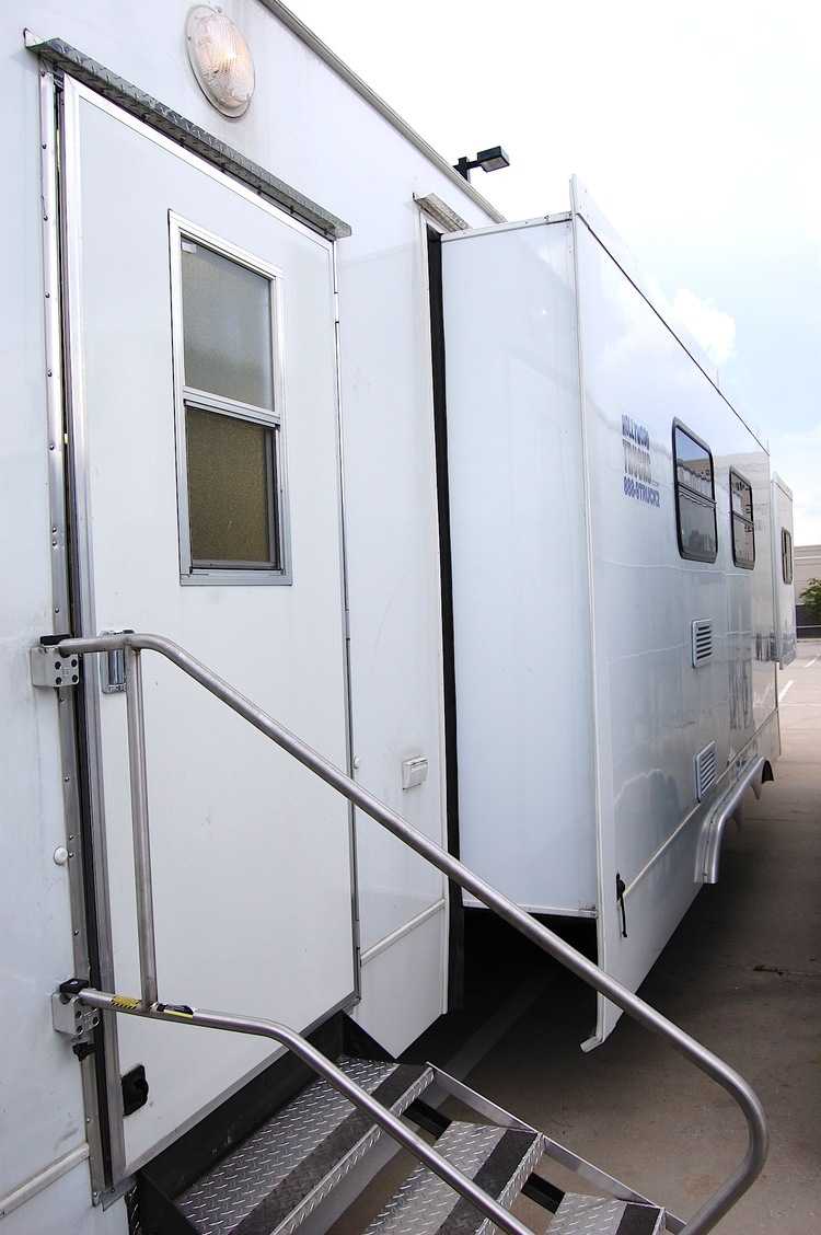 Hair and Make-Up Trailer 006.jpg