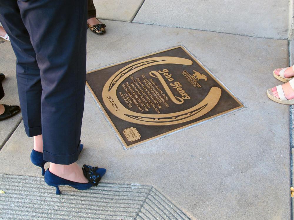 bronze-plaque-walk of fame-horses-arcadia-thoroughbred walk-bronze plaque