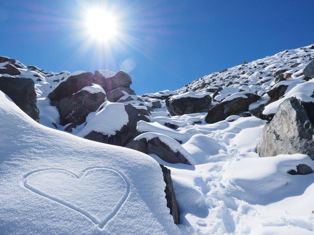 sun-snow-herzchen-stones-218866.jpeg