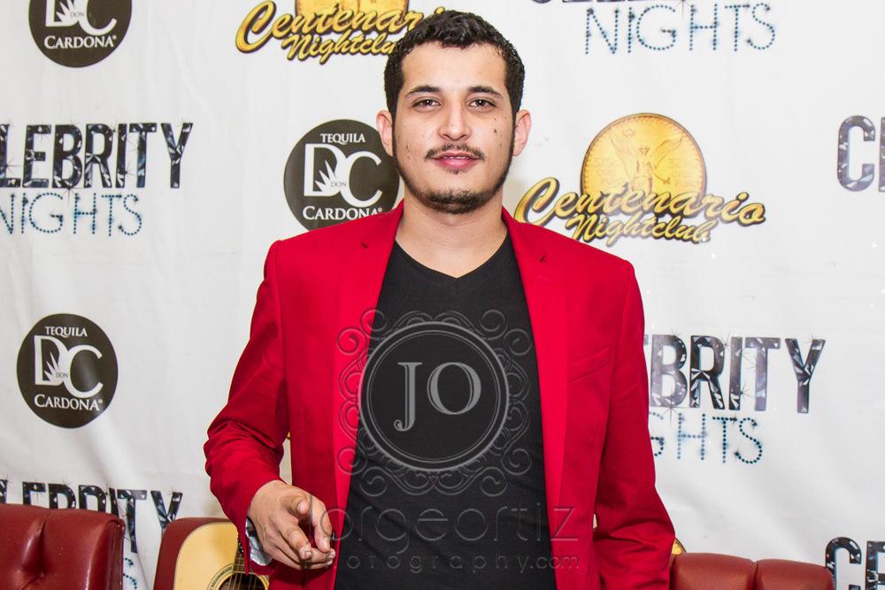 Omar Ruiztocando en El Centenario Nightclub de Moreno Valley!