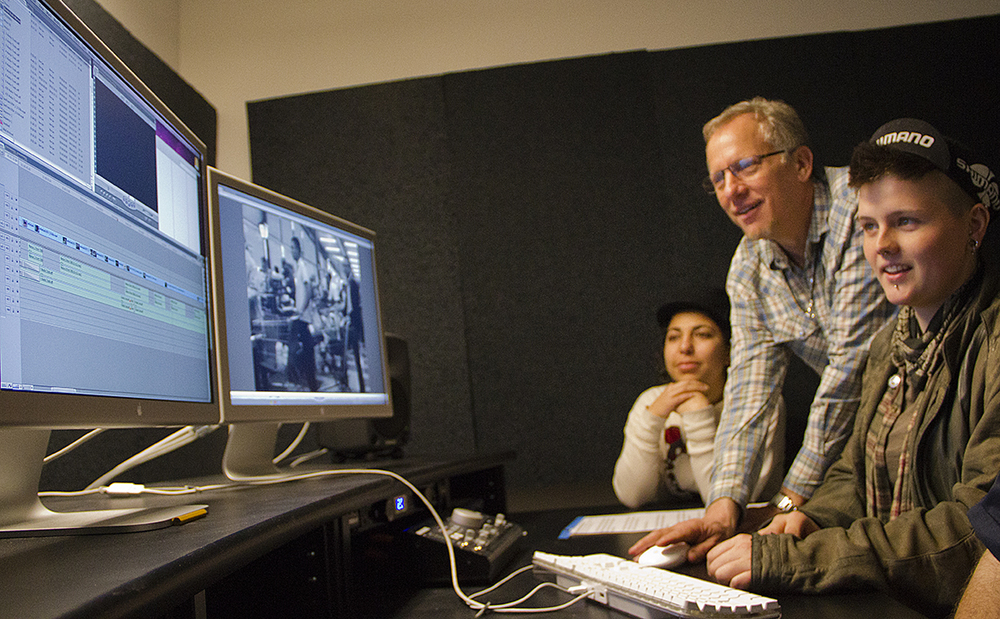 FILMS20120409_0144Rob_editing_engage_students.jpg