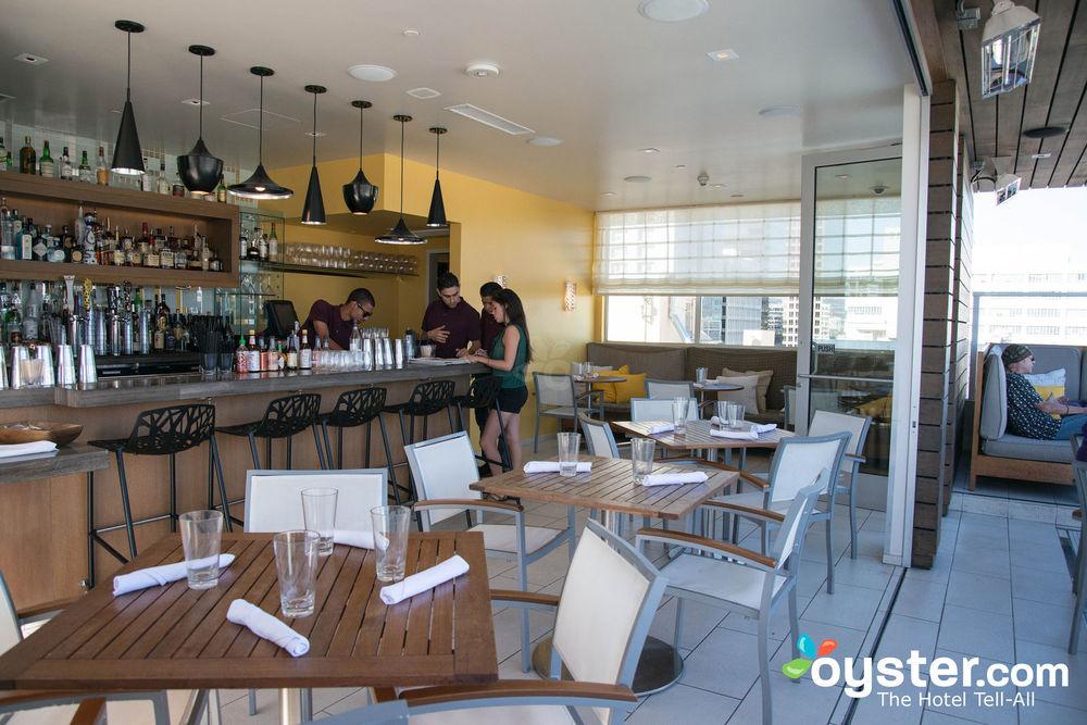 restaurants-bars--v1931934-72-1600.jpg