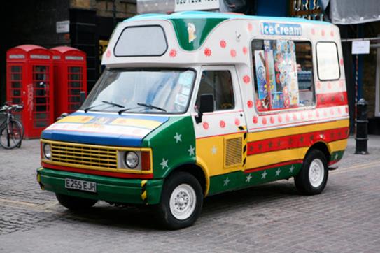 五彩繽紛的冰淇淋車總是特別吸睛。