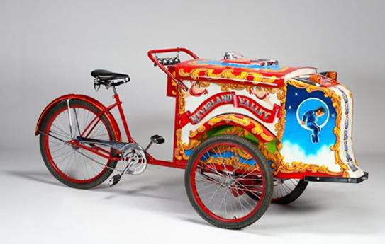 由腳踏車改裝而成的冰淇淋車。