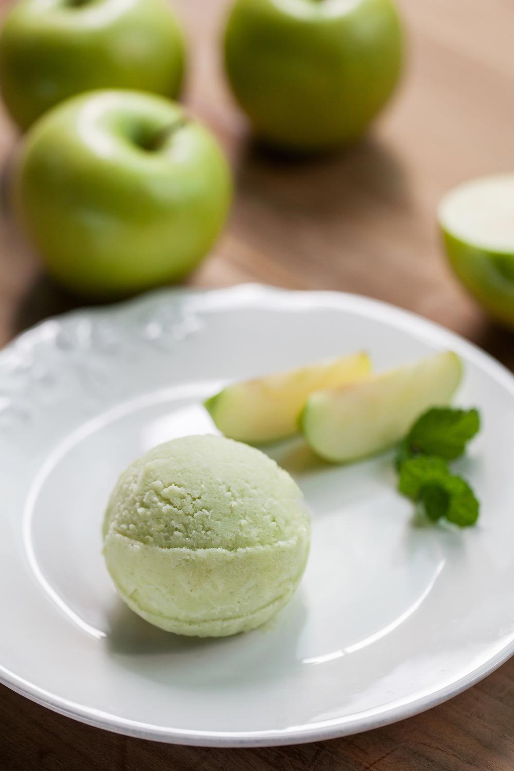【薄荷青蘋】 以薄荷的涼爽搭配青蘋果的輕酸,將酸甜度調整平衡,清新的風味很適合夏天。