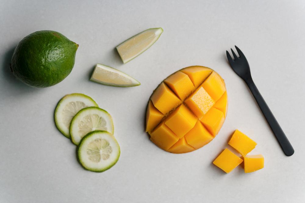 芒果穠麗,品種則多達千百,滋味酸甜的它卻有近乎奶油般軟滑的質地,是夏季果物中最令人嚮往的一種。