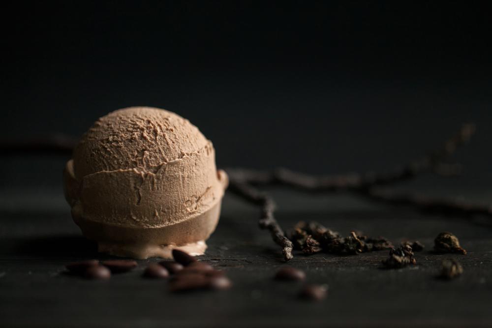 【72%法式巧克力】 巧克力是冰淇淋眾多口味中最平易近人的一種,大人小孩都愛的苦甜滋味令人迷戀。