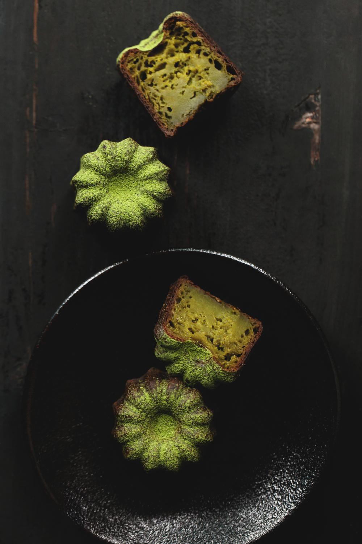 【抹茶可麗露】 抹茶細膩,以古法刷泡能澄明出它最深層的美味,若用來烘製甜點則能顯出活潑明媚的模樣。