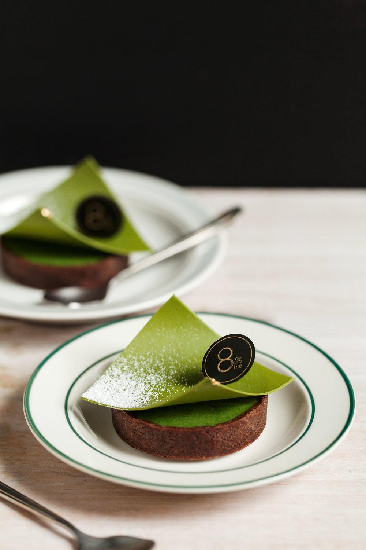 【青雲抹茶生巧克力塔】 (Matcha Nama Chocolate Tart)    一保堂的「青雲」是裏千家茶道流派指定用抹茶,等級劃分僅次於「雲門之昔」, 8%ICE CAFE 選用「青雲」這款風味細膩回甘的抹茶調入頂級白巧克力中,拌出口感柔滑細膩的生巧克力餡。