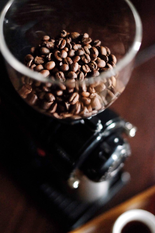 嚴格要求新鮮度的自家烘焙豆,堅持烘焙完成72小時內販售完畢,確保每一位客人飲用到的都是優質好咖啡。