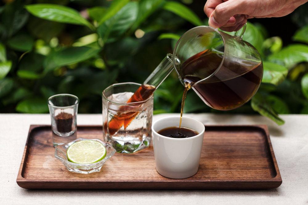 【8%ICE CAFE 系列手沖咖啡】 蒐羅了世界七大產區的單品咖啡原豆,從烘焙開始便不假手他人,在8%ICE CAFE獨家販售的手沖系列中可以品嚐到在不同的溫度下,咖啡各自精采的風味。最特別的是那支來自台灣阿里山的卓武山咖啡,以野溪水洗出圓潤風味,酸值明亮,請您一定要嚐嚐看。