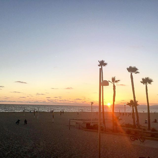 😻😻😻 never ready to leave #fourthofjuly #manhattanbeach #la #vegosunsets #sunset #happiness #vacay #cityofangels #merica #beachlife #saltlife #palmtrees