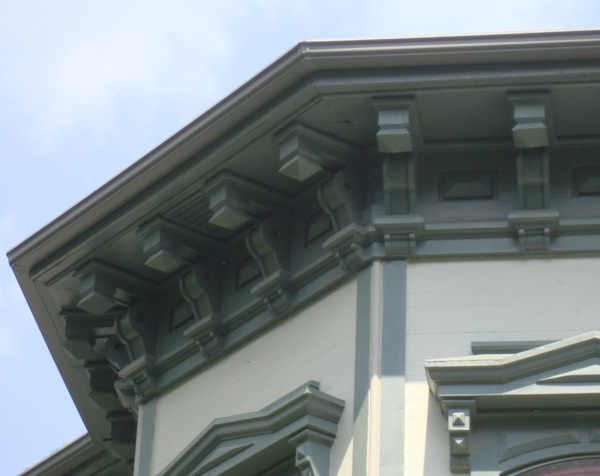 Italianate_eave_with_brackets.jpg