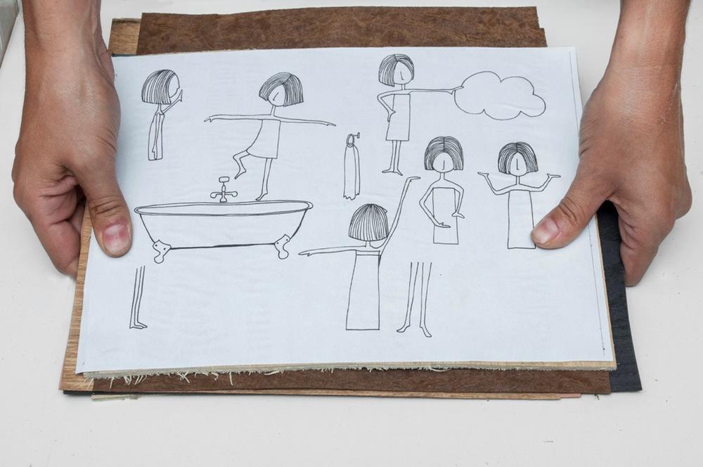 3.A folha com a ilustração é fixada sobre as lâminas escolhidas.