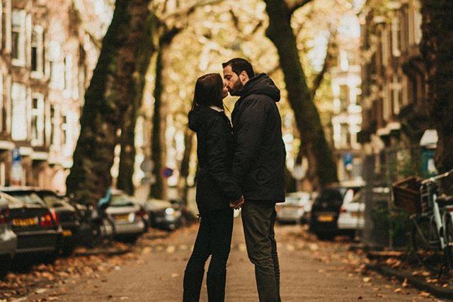 Louise + Mateus : amanha vai rolar o casamentos destes lindos abrindo minha agenda de trabalhos 2019. Conferer ai um pouco desse ensaio lindão feito la em amsterdan! Como tem varias fotos lindas eu não sabia o que escolher invoquei os poderes de  @v.santana mestre das seleções e meu parça ate o caroço! . . #destinationwedding #elopement #amsterdam #fotografodecasamento #dirtybootsandmessyhair #achadosdasemana #lookslikefilm #winterstyle