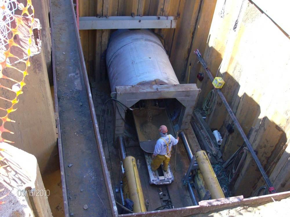 jacking underneath railroad1.jpg