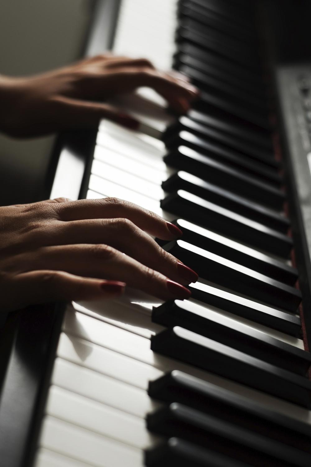 piano long.jpg