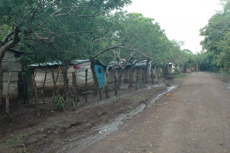 Source:http://barefootatlas.com/volunteer/casas-de-la-esperanza-nicaragua/ Typical housing arrangement along road in rural Nicaragua