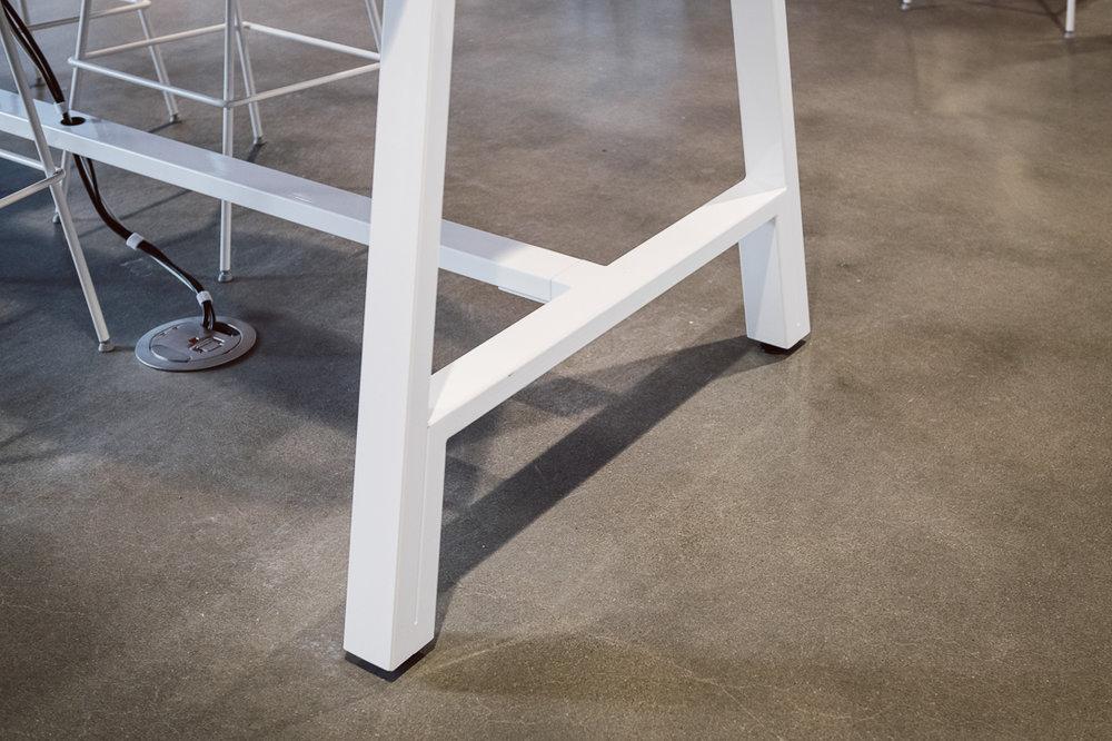 WERK_HuddleUp Table_UpClose2_LCC-021.jpg