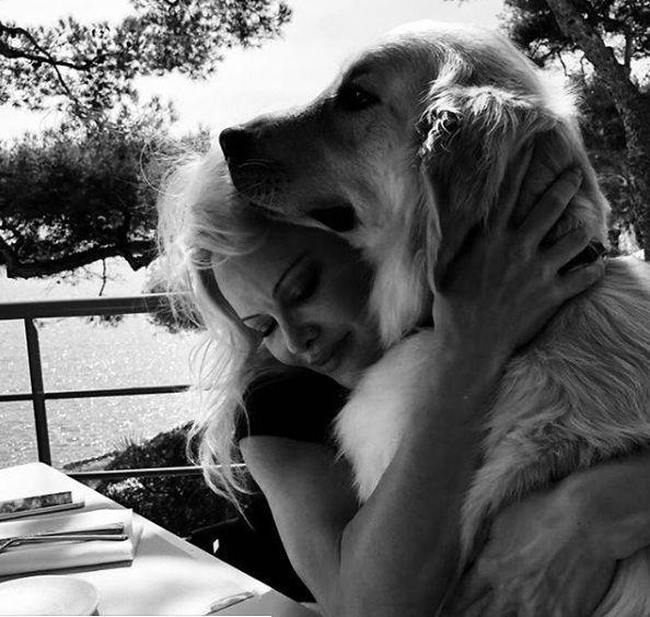 Pamela-Anderson-with-Zeus4.jpg