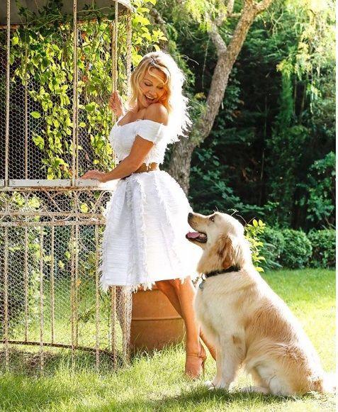 Pamela-Anderson-with-Zeus2.jpg