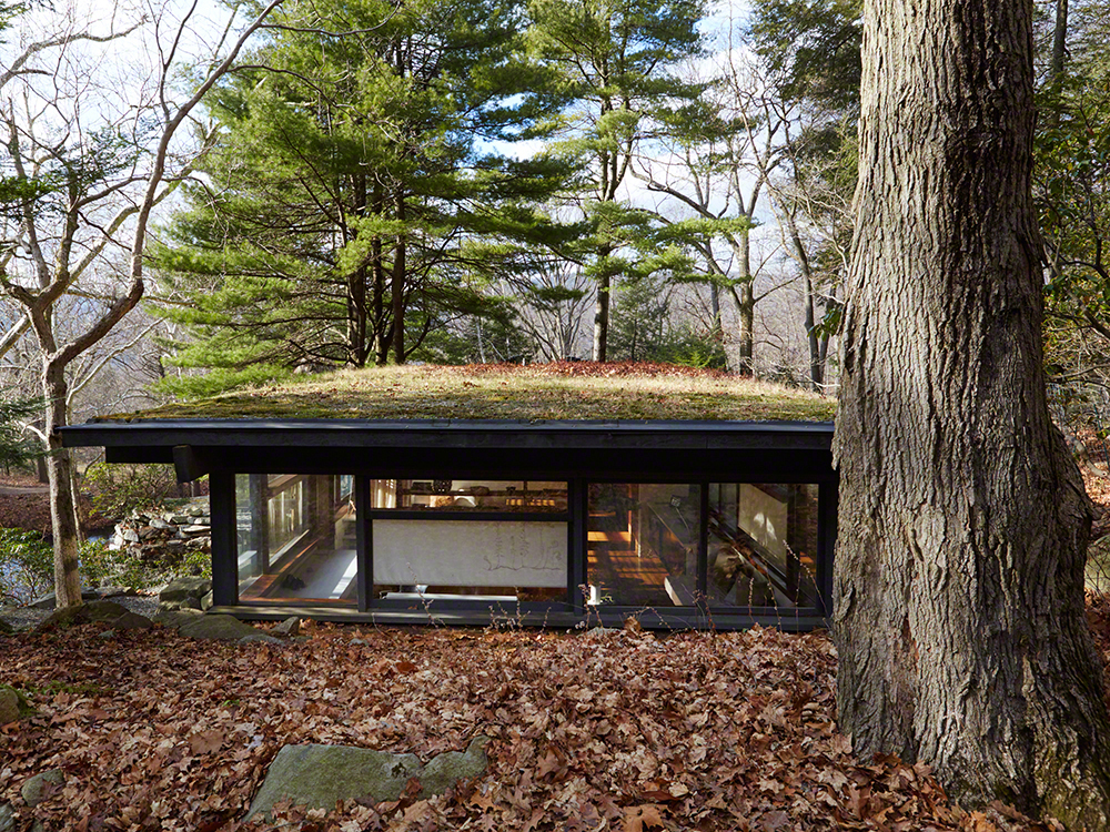 The Eco-sensitive methods Wright used are reflected in the green roof of his studio.