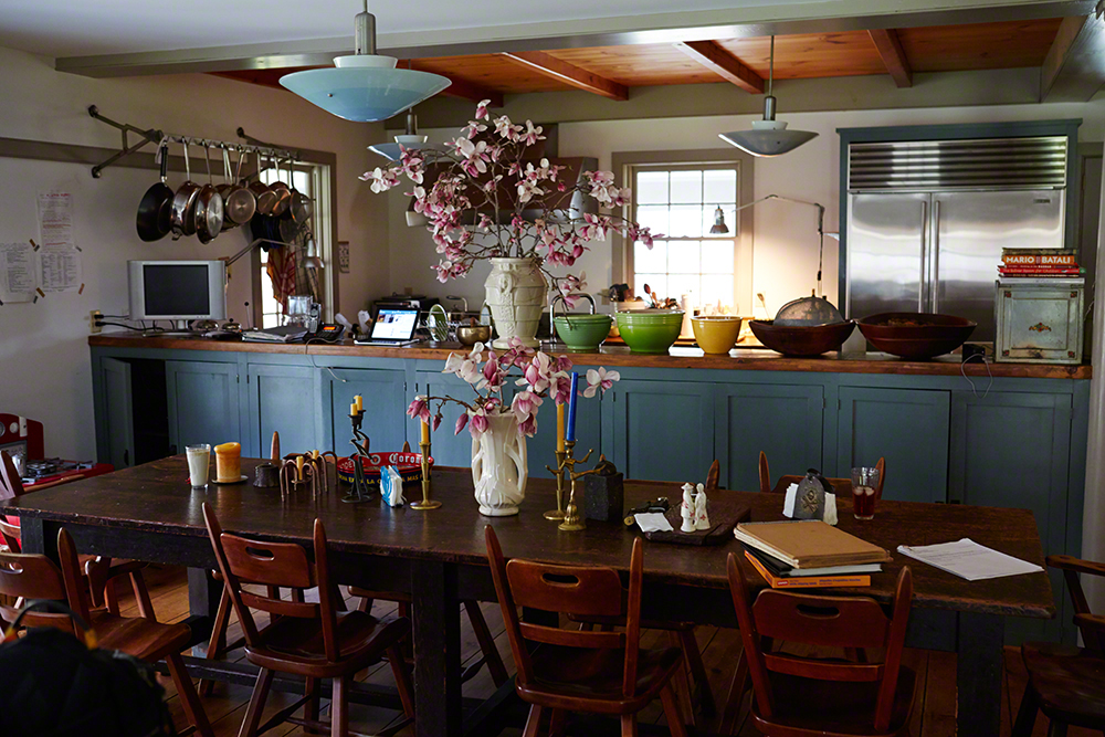 A table for food & conversations! Freshly cut Magnolia branches from the garden.