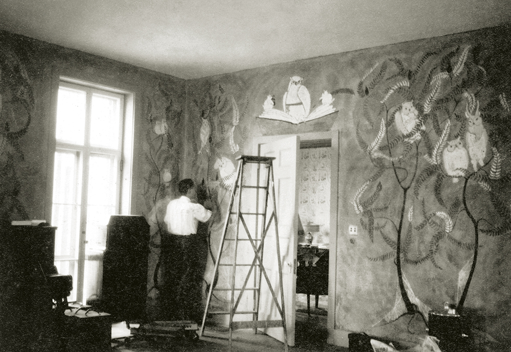 In 1924, Mrs. Johnston Livingston Redmond commissioned Olin to paint the murals in the living room of Callendar House, her country home in Tivoli, up the river from Foxhollow Farm. The murals were wildly decorated with ferns and owls.