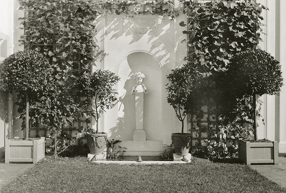 The wall fountain at Foxhollow Farm, photographed by Harry Coutant ca. 1917.