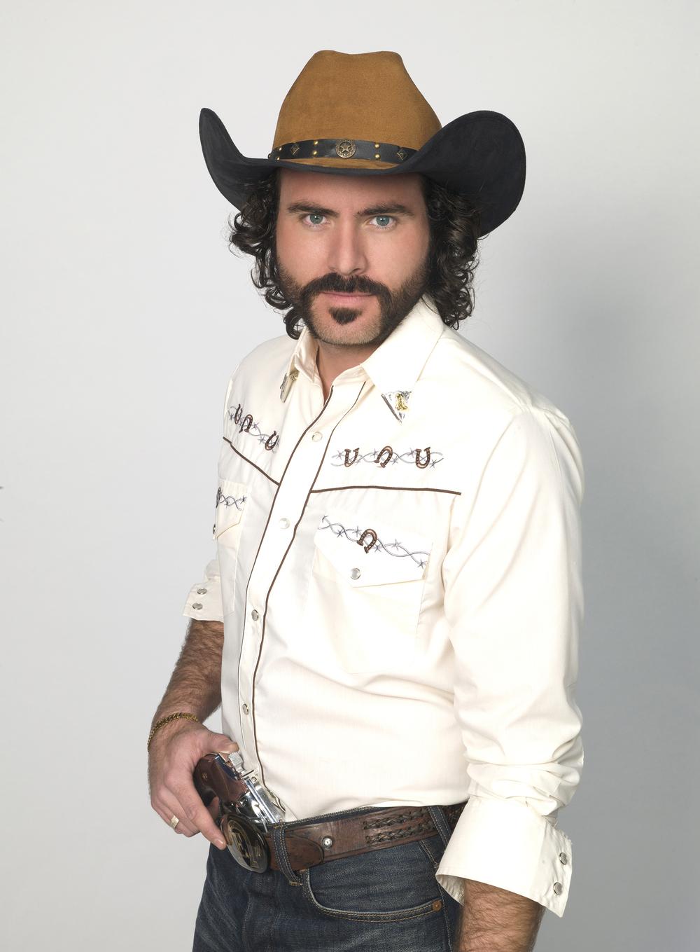 Erik Hayser como Emilio Varela_001.jpg