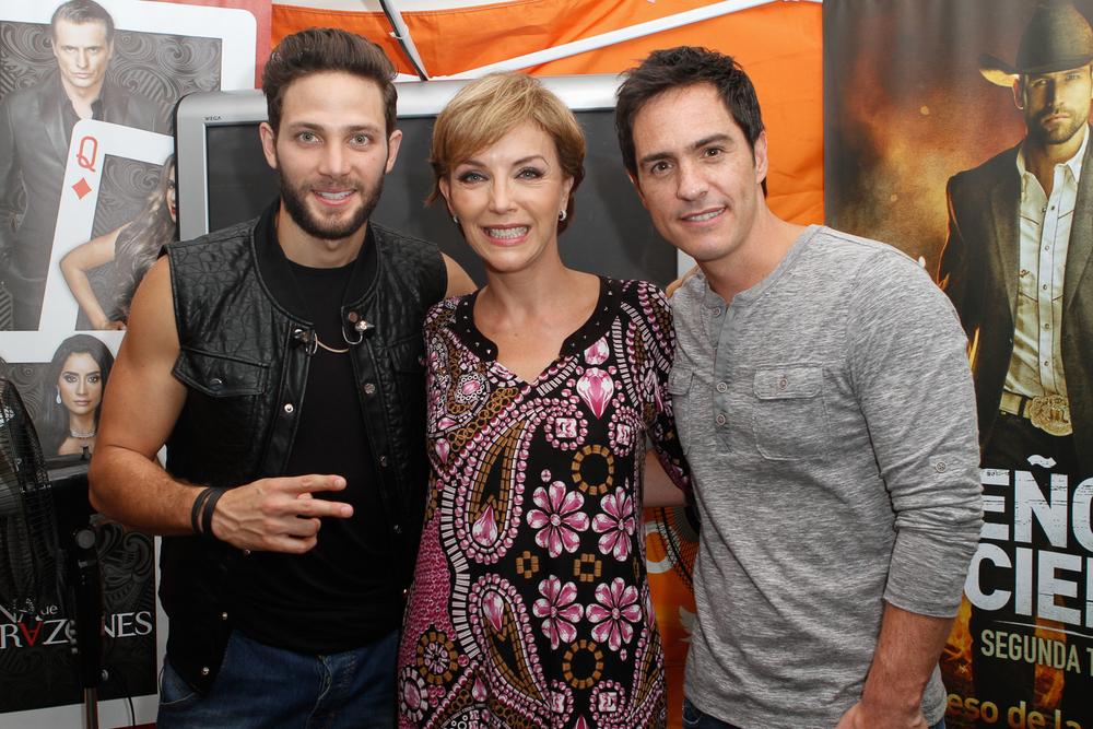 Gabriel Coronel, Laura Flores y Mauricio Ochmann tras bastidores en Descarga 2014