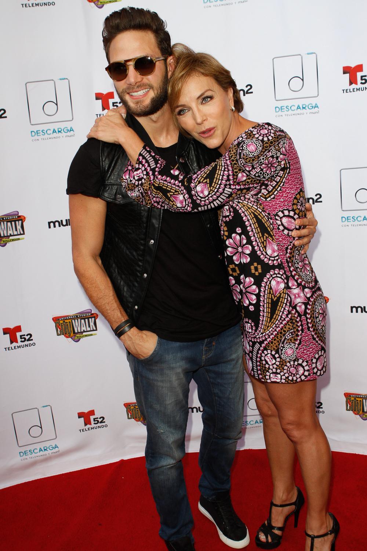 Gabriel Coronel y Laura Flores tras bastidores en Descarga 2014