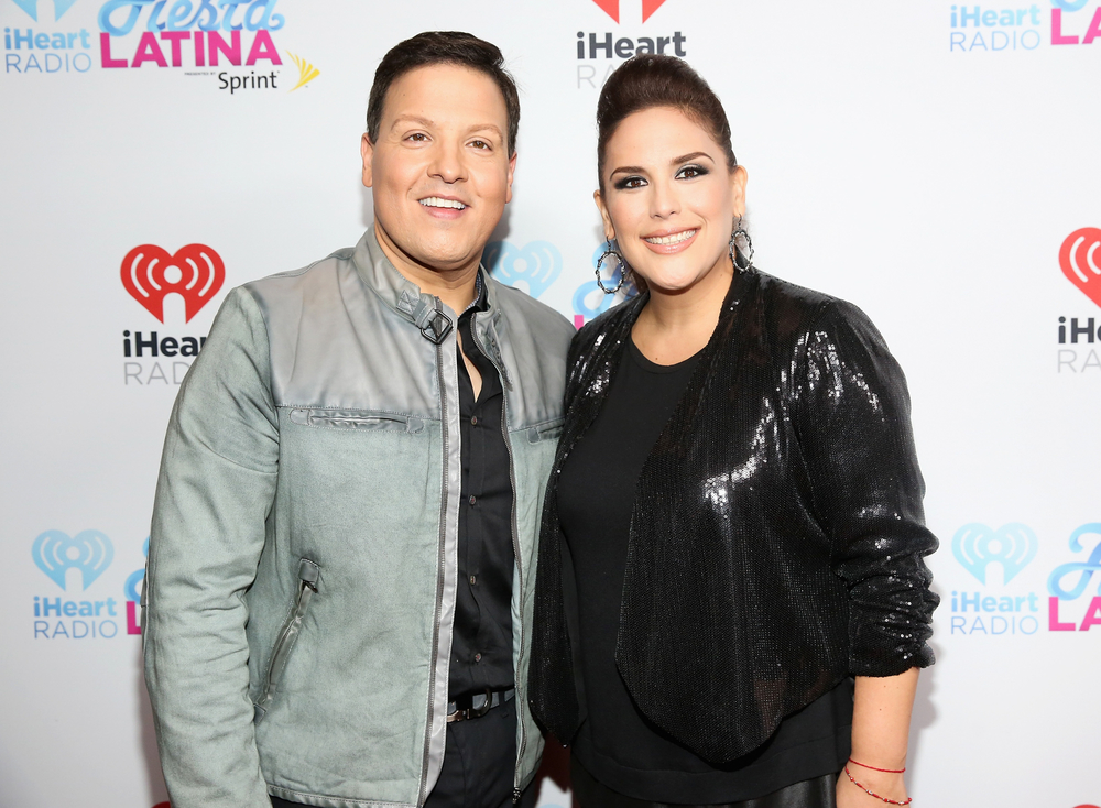 MIAMI, FL - NOVEMBER 07:  TV Personality Raul Gonzalez (L) and Angelica Vale (R) attend iHeartRadio Fiesta Latina presented by Sprint at American Airlines Arena on November 7, 2015 in Miami, Florida.  (Photo by Aaron Davidson/Getty Images for iHeartMedia) *** Local Caption *** Raul Gonzalez;Angelica Vale