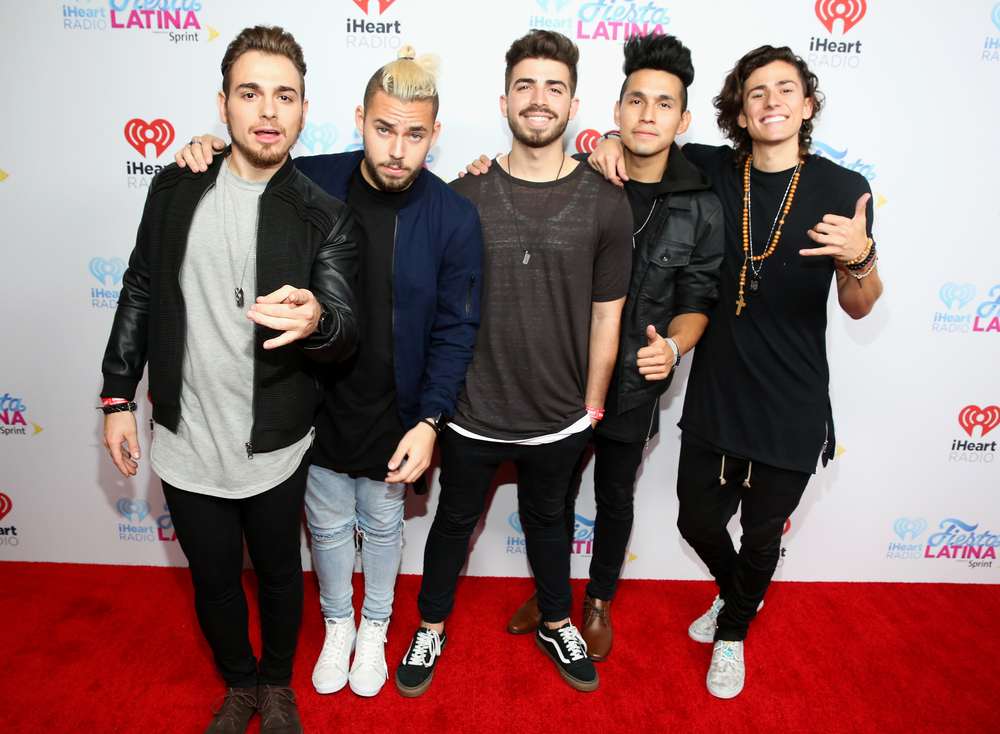 MIAMI, FL - NOVEMBER 07:  (L-R) Musicians Juan Pablo, Tomas Slemenson, Hector Rodriguez, Ismael Cano Jr. and Matt Rey of Los 5 attend iHeartRadio Fiesta Latina presented by Sprint at American Airlines Arena on November 7, 2015 in Miami, Florida.  (Photo by Aaron Davidson/Getty Images for iHeartMedia) *** Local Caption *** Juan Pablo;Tomas Slemenson;Hector Rodriguez;Ismael Cano Jr.;Matt Rey