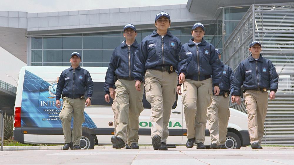 Oficiales de Interpol patrullando.jpg