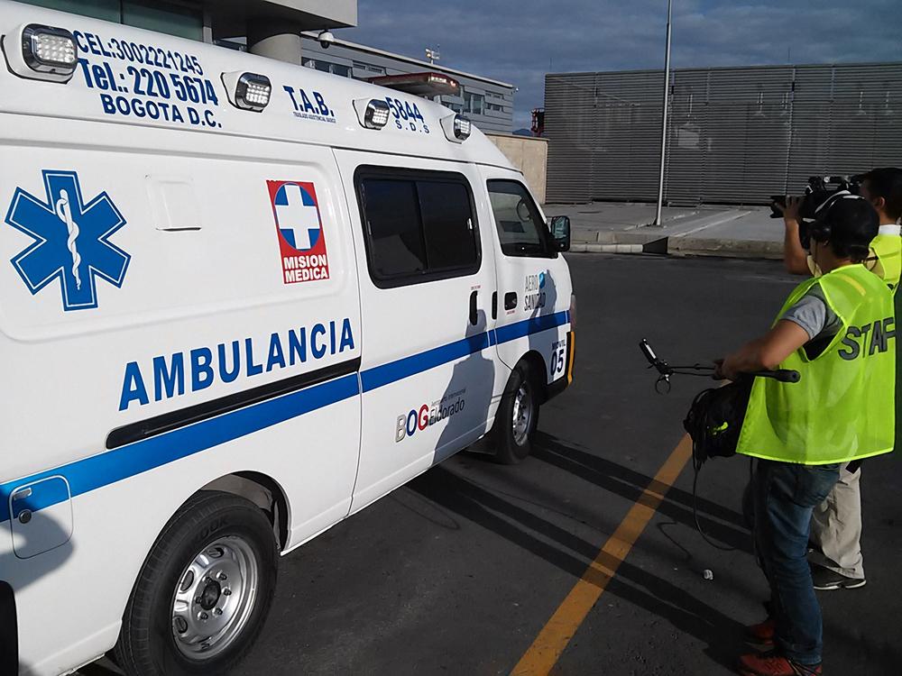 Una ambulancia aguarda a un pasajero ingerido para llevarlo al Hospital.jpg