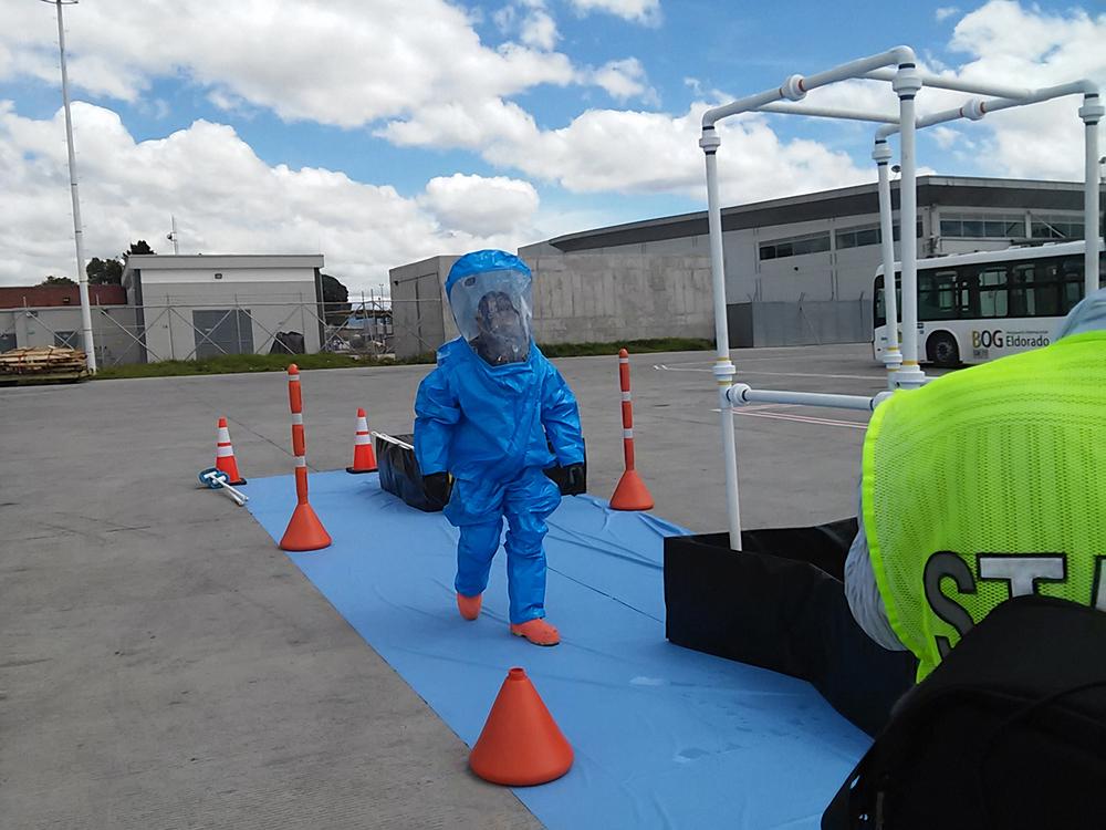 Simulacro de Ebola en el Aeropuerto El Dorado.jpg