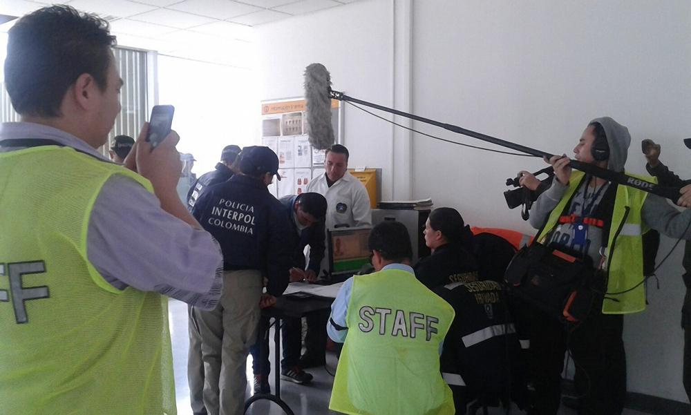 Policía Interpol en un operativo.jpg