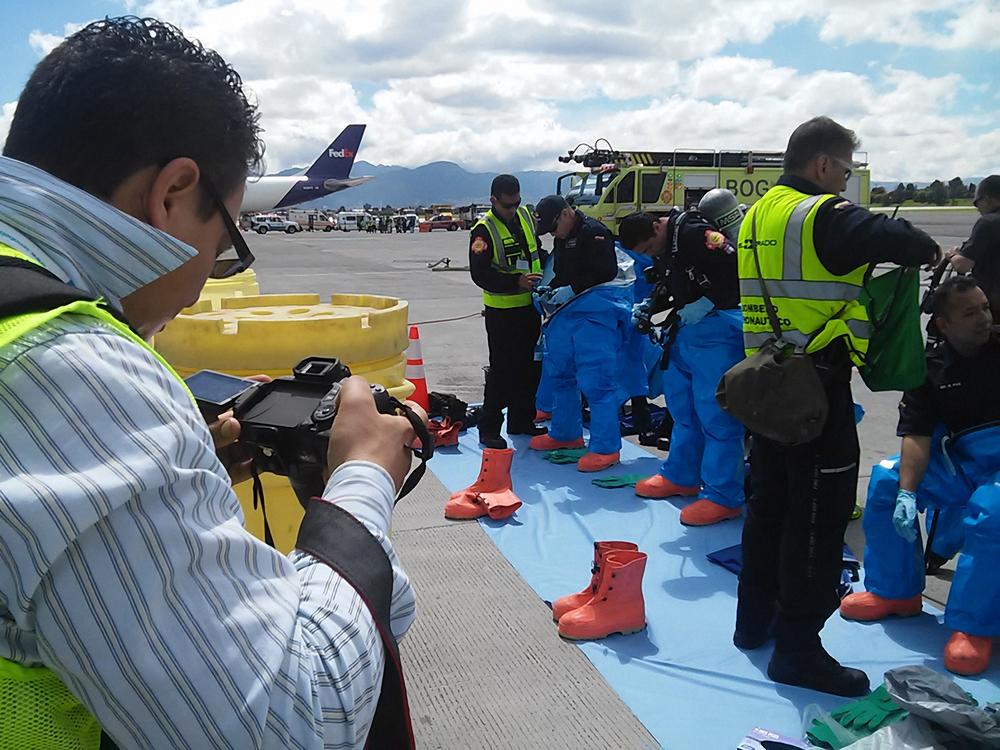 El equipo de Bomberos del Aeropuerto El Dorado 2.jpg