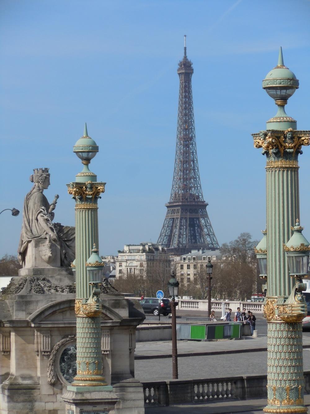 Eiffel_Surdou+¬s.JPG