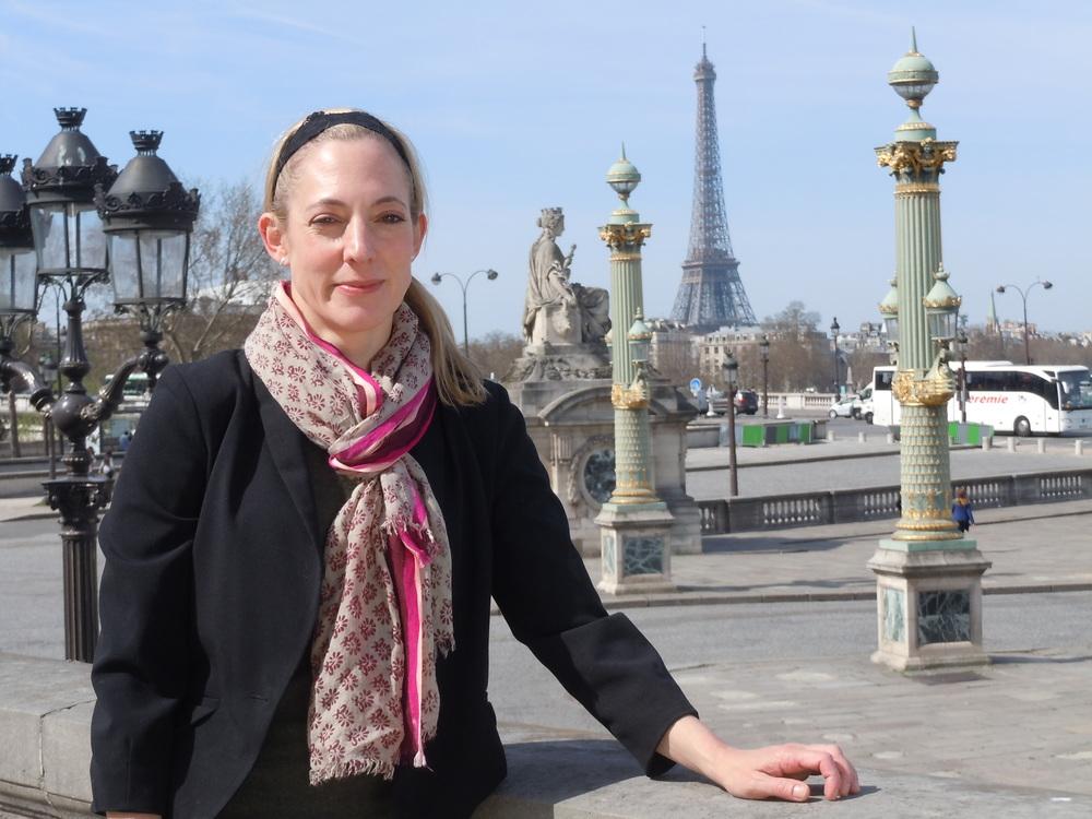 Julie1_Eiffel_Surdou+¬s.JPG