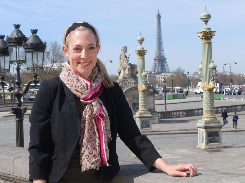 Julie2_Eiffel_Surdou+¬s.JPG