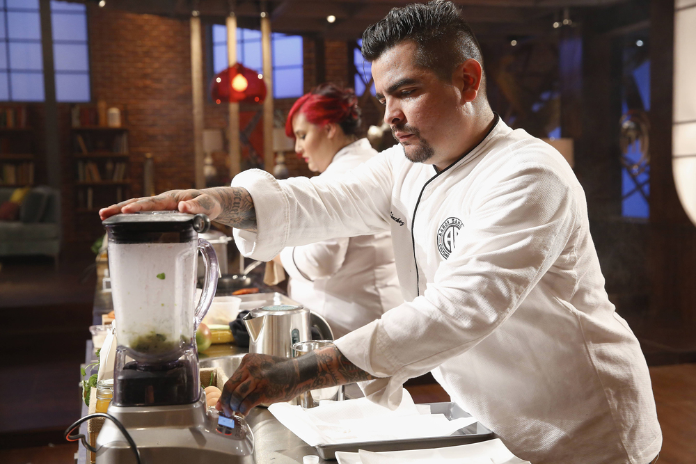 """MASTECHEF: Guest judge Aaron Sanchez in the all-new """"Top 17 Compete"""" episode of MASTERCHEF airing Wednesday, June 29 (8:00-9:00 PM ET/PT) on FOX. Cr: Greg Gayne / FOX. © 2016 FOX Broadcasting Co."""