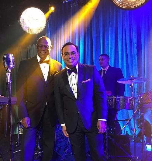 """Johnny Ventura y Gilberto Santa Rosa durante la grabación del video de """"La Bala"""""""