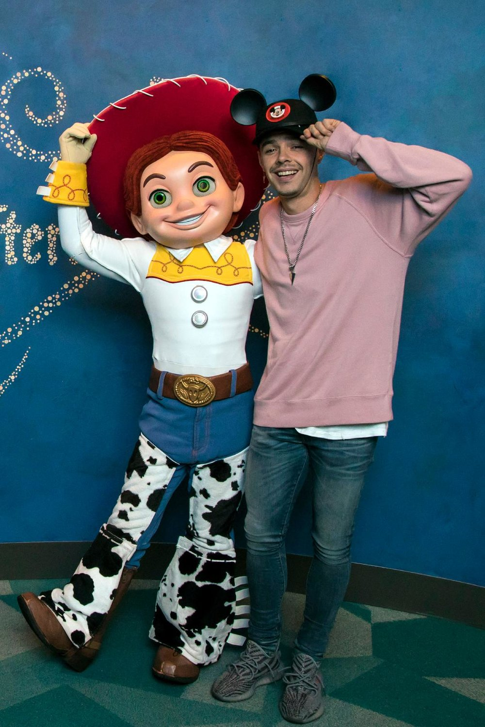 "Jesse Huerta visita Disneyland - Jesse Huerta of the Mexican pop duo Jesse y Joy visited the Happiest Place on Earth on Tuesday, March 13. Huerta posed for photos with his Pixar pal Jessie from Disney•Pixar's ""Toy Story 2"" and ""Toy Story 3"" in the Animation Academy at Disney California Adventure park. (Joshua Sudock/Disneyland Resort)ANAHEIM, Calif. (March 13, 2018) - Jesse Huerta of the Mexican pop duo Jesse y Joy visited the Happiest Place on Earth on Tuesday, March 13. In advance of the Pixar Fest celebration throughout the Disneyland Resort, Huerta admired a freshly sketched drawing of Miguel, from Disney•Pixar's ""Coco,"" at Off the Page in Disney California Adventure park. The first-ever Pixar Fest, a celebration of friendship and beyond, is coming to the Disneyland Resort April 13 through Sept. 3, 2018. (Joshua Sudock/Disneyland Resort)"