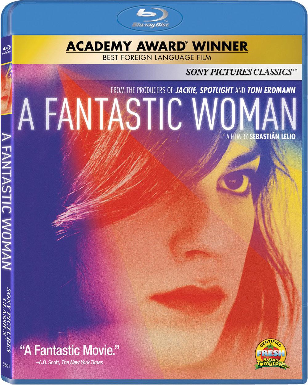 A Fantastic Woman - Daniela Vega, la primera presentadora transgénero de la historia de los Oscars®, protagoniza A FANTASTIC WOMAN (UNA MUJER FANTÁSTICA), ganadora del Oscar® a la Mejor Película de habla no inglesa y la primera película chilena en alzarse con una estatuilla. El largometraje debuta en Blu-ray™ y digital el 22 de mayo de la mano de Sony Pictures Home Entertainment. De los productores de Jackie,Spotlight y Toni Erdmann, este aclamado drama gira en torno a la actriz Daniela Vega, en su primer papel protagónico, que da vida a una joven mujer transgénero que aspira a ser cantante y que debe enfrentarse a la sociedad y a la familia de su novio, un señor más mayor, cuando este muere inesperadamente. Dirigida por Sebastián Lelio (Disobedience, y ahora rodando el remake de Gloria con Julianne Moore), el reparto de A FANTASTIC WOMANtambién incluye a Francisco Reyes (Neruda) y a Luis Gnecco (Neruda, No).
