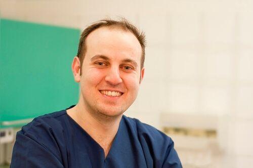Dr. Salah Mahaini  Fachzahnarzt für Oralchirurgie Zertifizierter Tätigkeitsschwerpunkt Implantologie