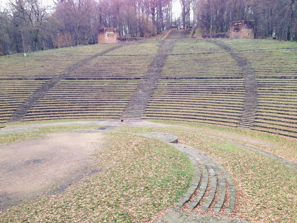 The Thingstätte had a stage which faced rows of stone seats. It could fit 8,000 people.