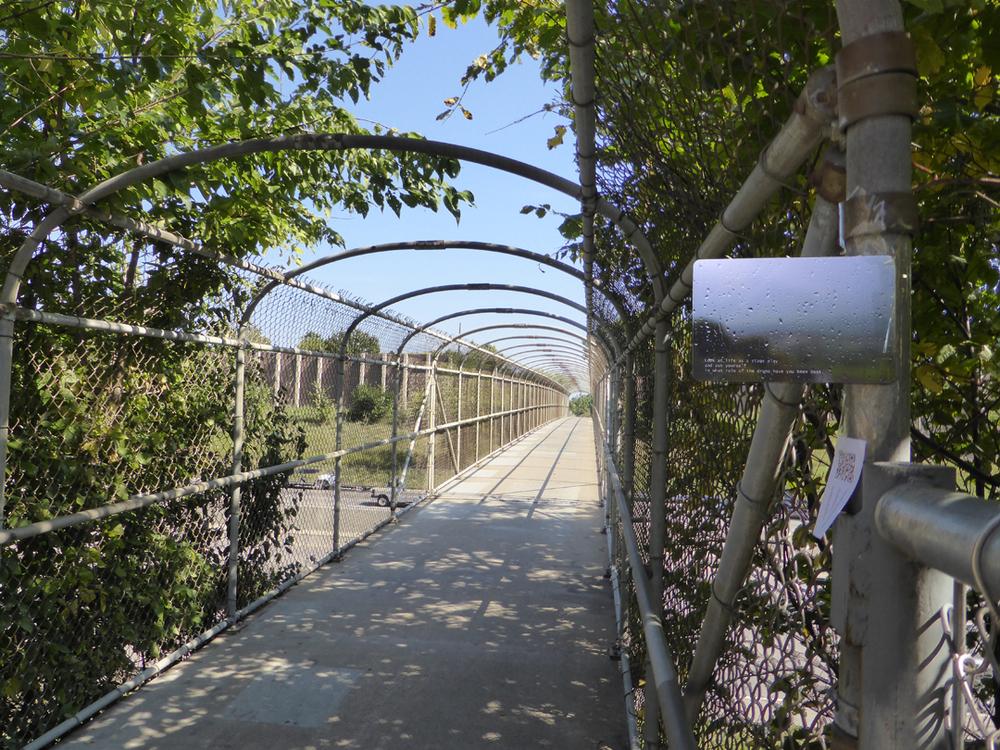 pedestrian bridge over Interstate 35W